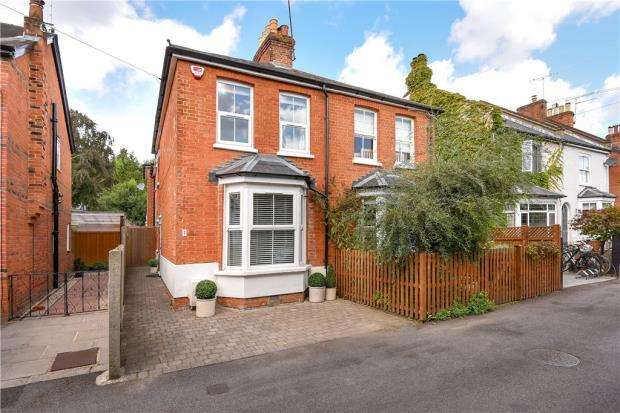 2 Bedrooms Semi Detached House for sale in Parkside Road, Sunningdale, Berkshire