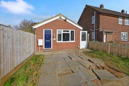 1 Bedroom Bungalow for sale in Cornel Close, Luton, Bedfordshire