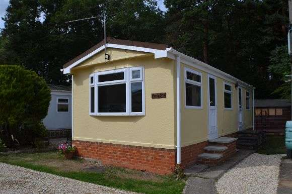 1 Bedroom Property for sale in Pinelands Mobile Home Park, Padworth Common, Reading