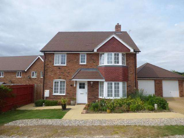 4 Bedrooms Detached House for sale in FLEECE CLOSE, SAXON HEIGHTS, ANDOVR SP11