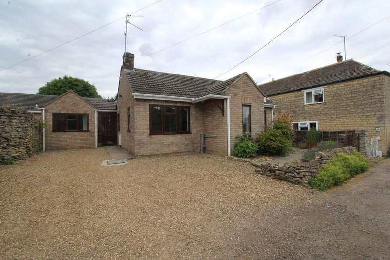 3 Bedrooms Detached Bungalow for sale in New Town, Easton On The Hill
