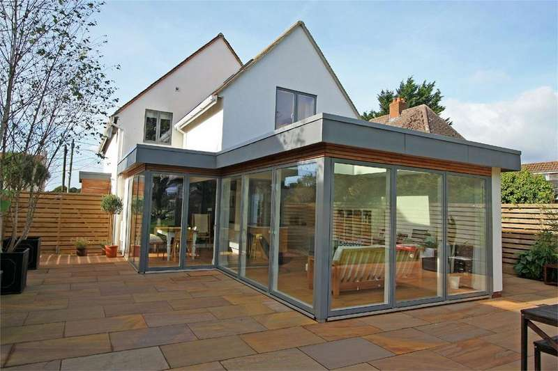 4 Bedrooms Detached House for sale in Church Lane, Pilley, Lymington, Hampshire