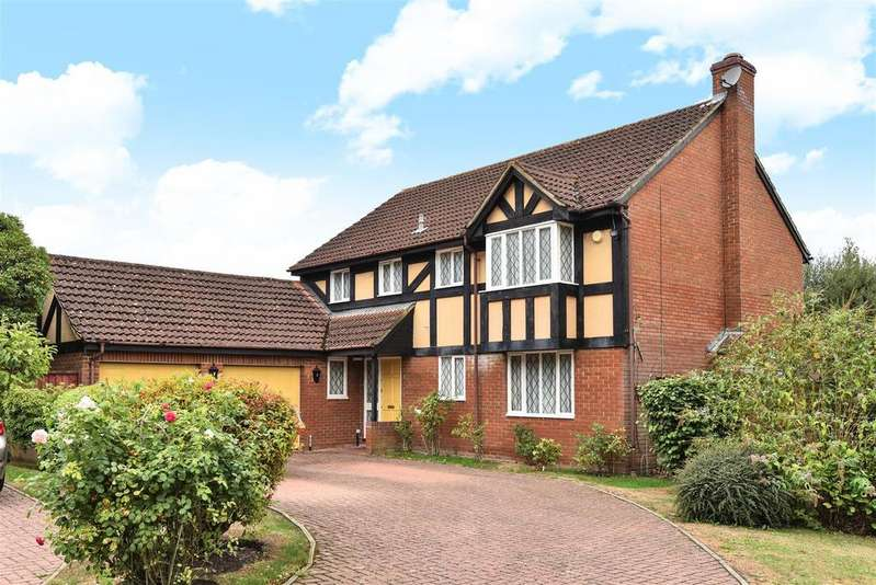5 Bedrooms Detached House for sale in Hollyhook Close, Crowthorne, Berkshire RG45 6TX