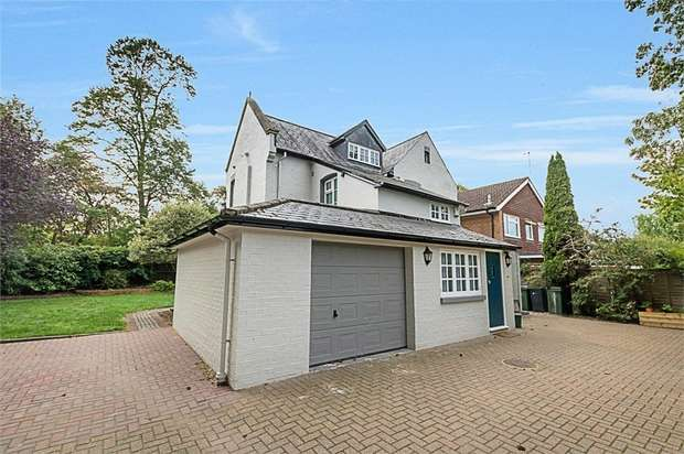 3 Bedrooms Detached House for sale in Weydown Lane, Guildford, Surrey