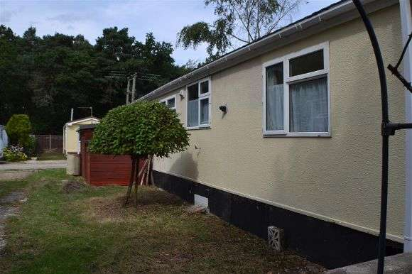 2 Bedrooms Property for sale in Pinelands Park, Padworth Common, Reading