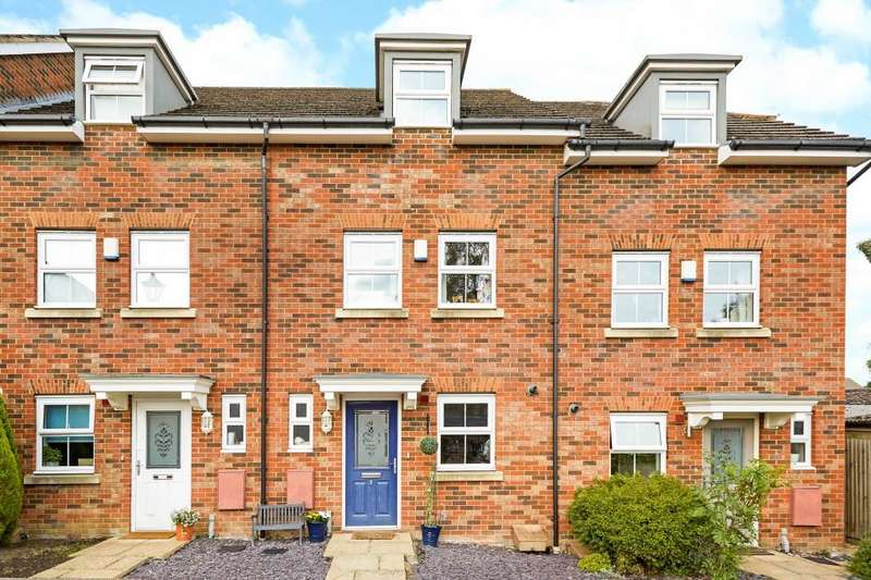3 Bedrooms Terraced House for sale in Cranbourne Towers, Ascot