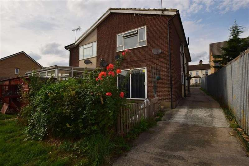 2 Bedrooms Maisonette Flat for sale in London Road, Grays, Essex