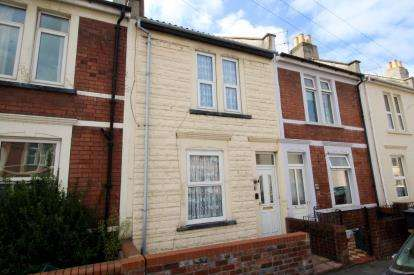 2 Bedrooms Terraced House for sale in Chessel Street, Bedminster, Bristol
