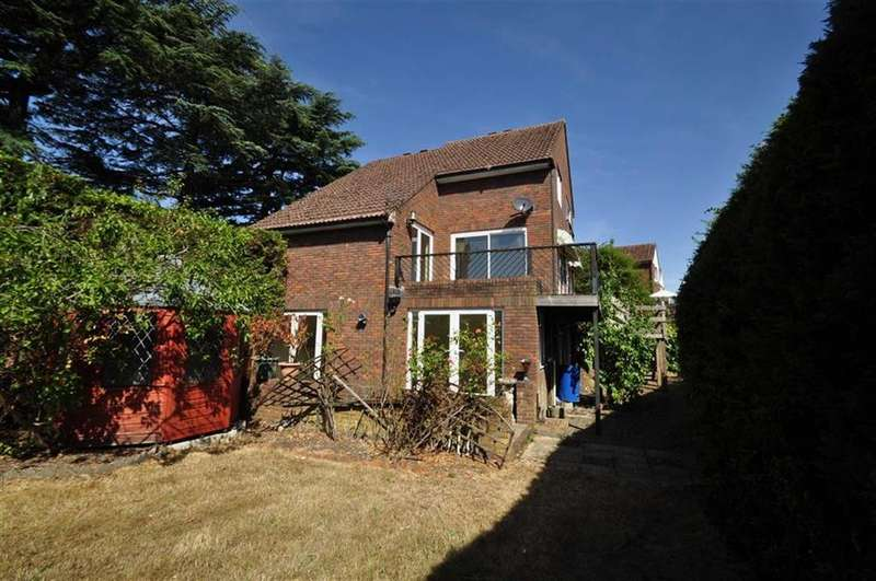 4 Bedrooms Town House for sale in Straight Road, Old Windsor, Berkshire