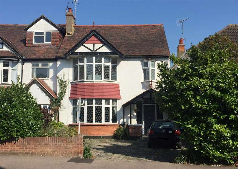 4 Bedrooms Semi Detached House for sale in Eastwood Road - Leigh on Sea