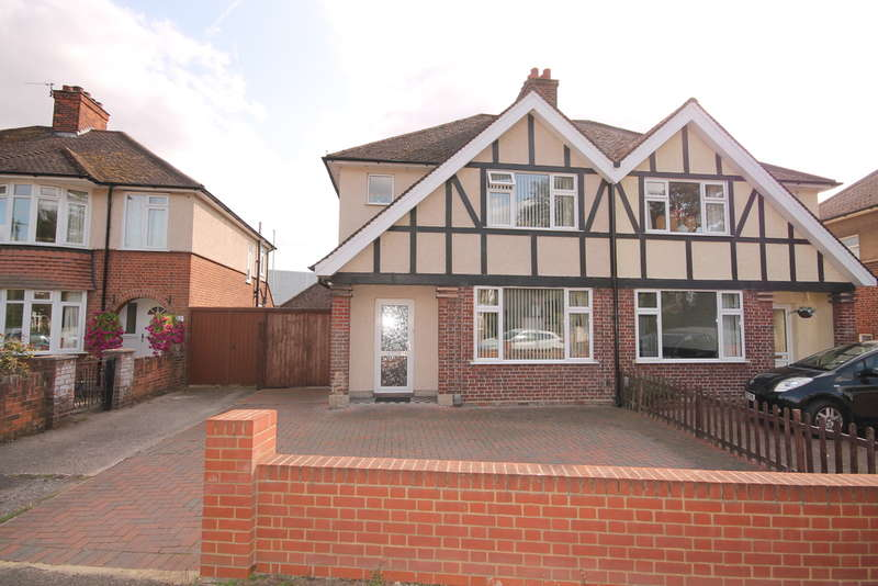 3 Bedrooms Semi Detached House for sale in Kingsbrook Road, Bedford, MK42
