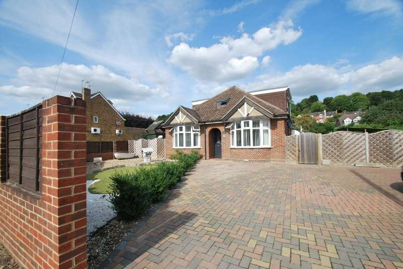 5 Bedrooms Detached Bungalow for sale in Asheridge Road, Chesham, HP5