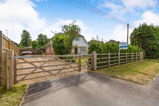 5 Bedrooms Detached House for sale in Yateley, Hampshire