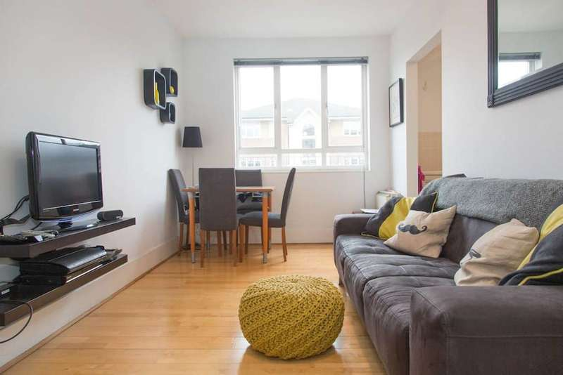 2 Bedrooms Flat for sale in Celandine Drive, Dalston, E8