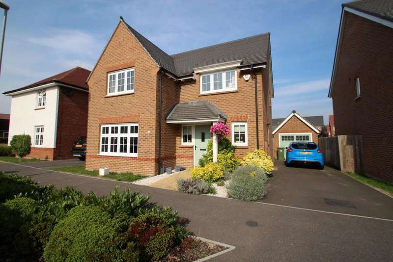 4 Bedrooms Detached House for sale in Goldcrest Road, Jennetts Park, RG12