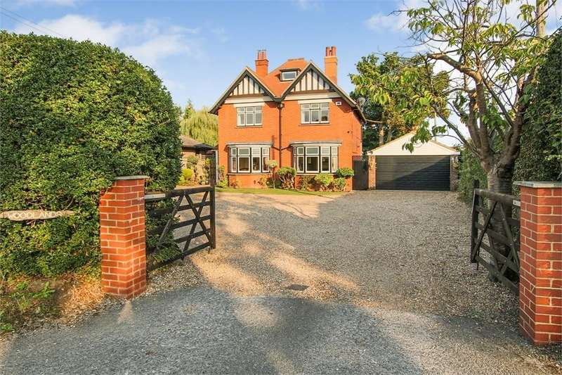4 Bedrooms Detached House for sale in Vicarage Road, Crawley Down, West Sussex