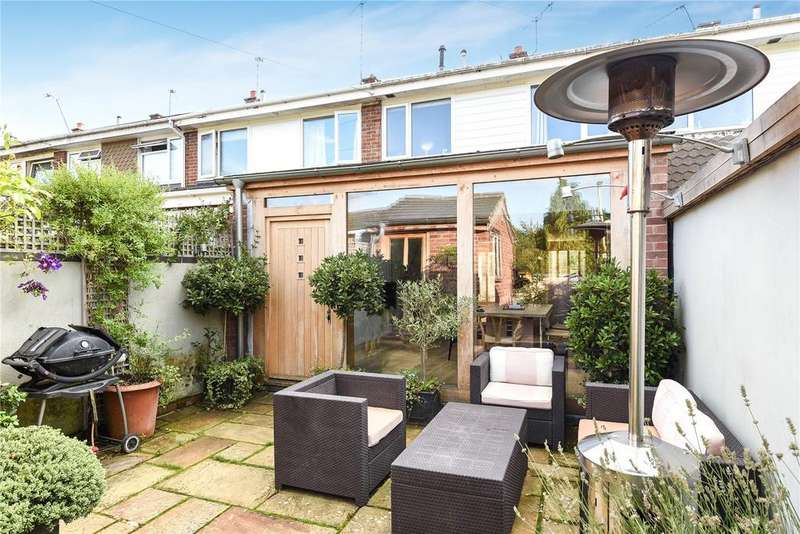 2 Bedrooms Terraced House for sale in Fairview Close, Romsey, Hampshire, SO51