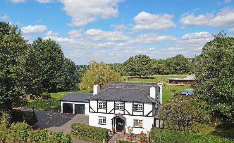 5 Bedrooms Detached House for sale in Flying high in Kenley...