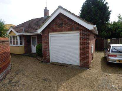 3 Bedrooms Bungalow for sale in Hunting Gate, Colchester, Essex