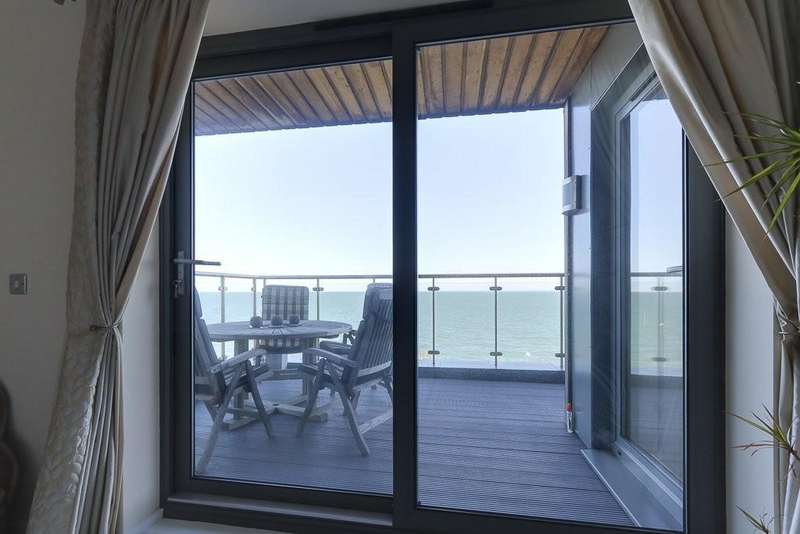 2 Bedrooms Apartment Flat for sale in Sea View, Parade Walk
