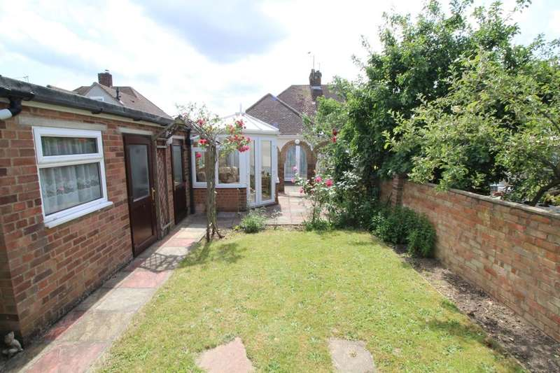 2 Bedrooms Semi Detached Bungalow for sale in Chantry Avenue, Kempston, Bedford, MK42
