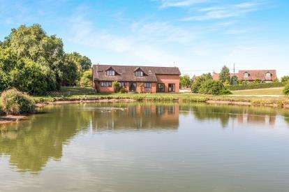 5 Bedrooms Detached House for sale in Station Road, Bransford, Worcester, Worcestershire