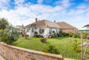 2 Bedrooms Bungalow for sale in Innings Drive, Pevensey, East Sussex