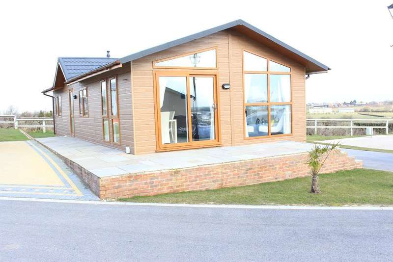 2 Bedrooms Park Home Mobile Home for sale in Wyre Country Park, Wardley's Lane, Staynall, Lancashire, FY6 9DX