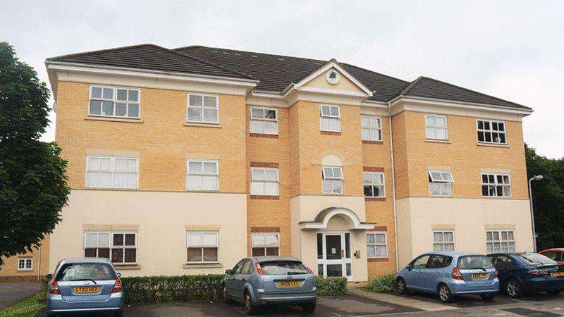 2 Bedrooms Apartment Flat for sale in Hurworth Avenue, Slough