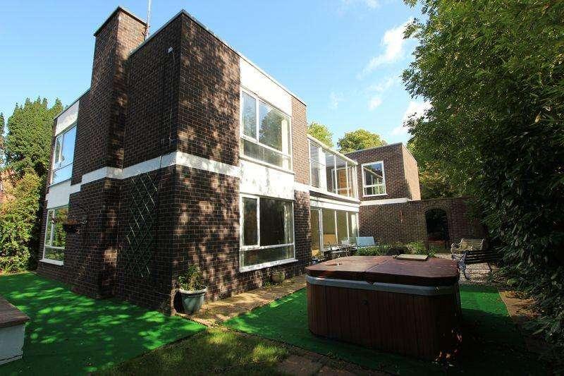 5 Bedrooms Detached House for sale in Brackley Avenue, Colwyn Bay