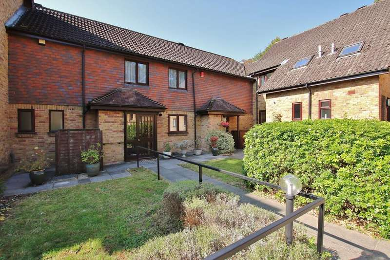 3 Bedrooms Terraced House for sale in Winchester