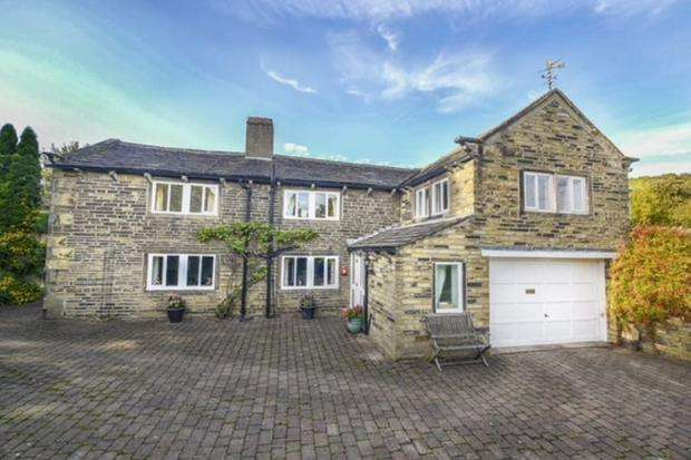 3 Bedrooms Detached House for sale in Burn Road Birchencliffe Huddersfield