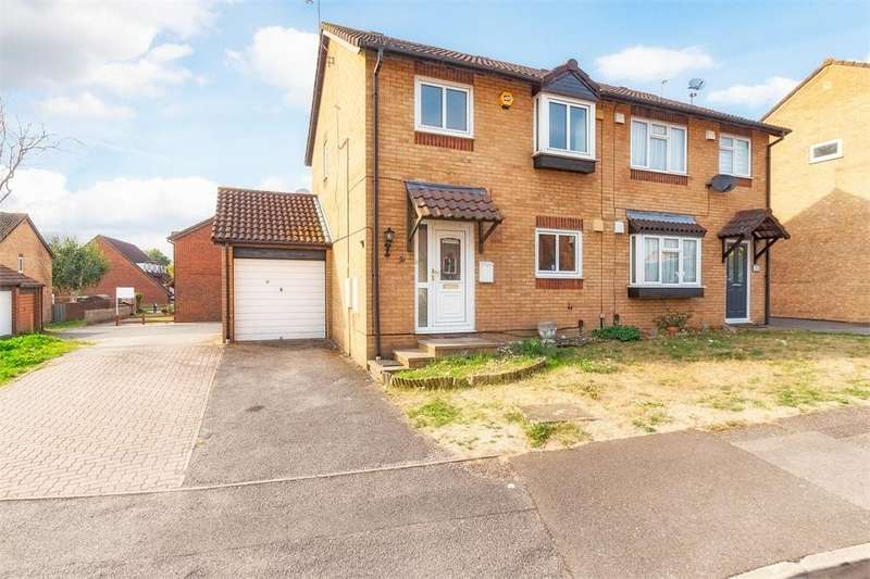 3 Bedrooms Semi Detached House for sale in Raleigh Close, Cippenham, Berkshire