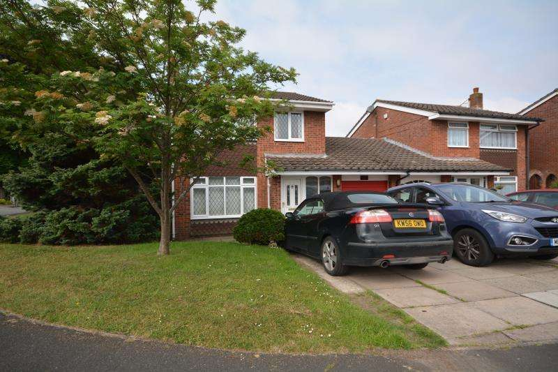 3 Bedrooms Detached House for sale in Birchfield Close, Saughall Massie, CH46 5NS