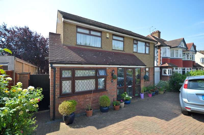 3 Bedrooms Detached House for sale in Brycedale Crescent, Southgate, London. N14