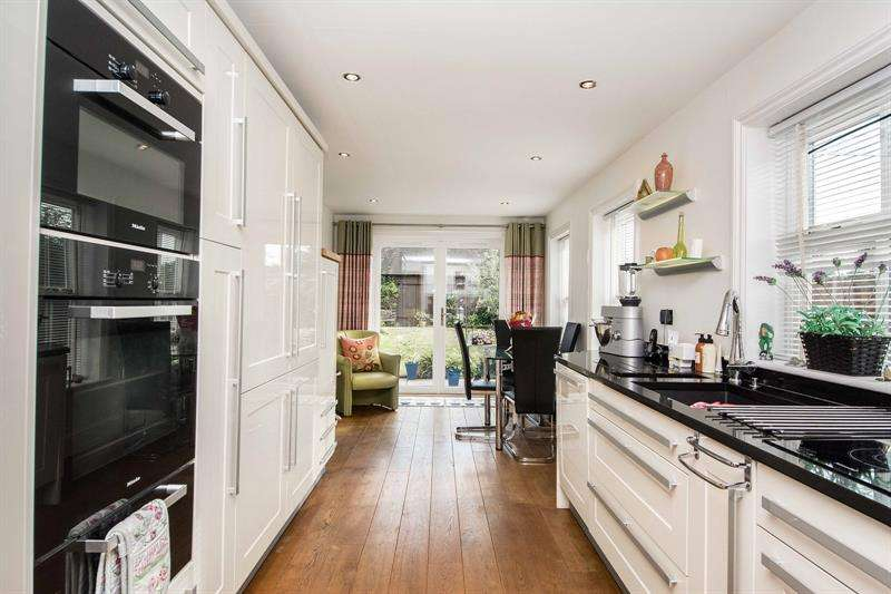 4 Bedrooms Semi Detached House for sale in Brook Avenue Warsash