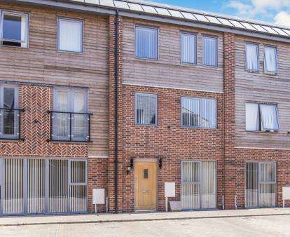 4 Bedrooms Terraced House for sale in Sangha Close, Leicester, Leicestershire