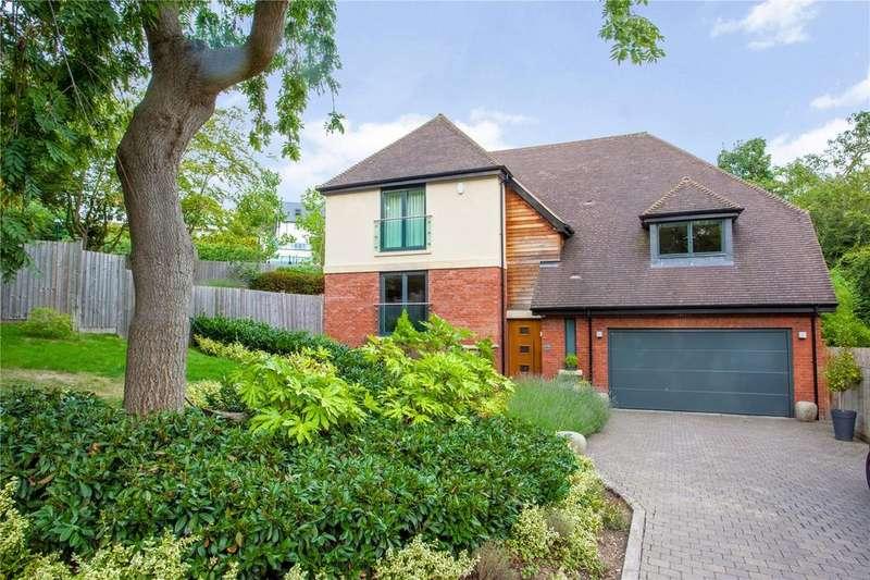 5 Bedrooms Detached House for sale in Oaklands, Warren Hill, Loughton, Essex, IG10