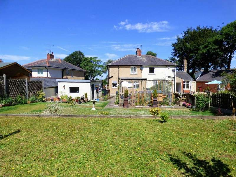 2 Bedrooms Semi Detached House for sale in Parsonage Road, BLACKBURN, Lancashire