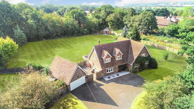 5 Bedrooms Detached House for sale in Crabbs Hill, Hatfield Peverel