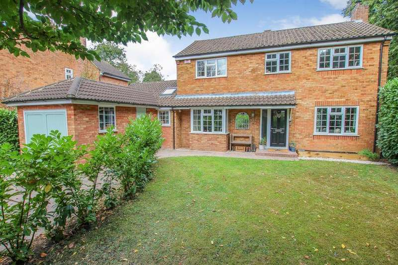4 Bedrooms Detached House for sale in Bunyan Close, Tring, HP23 5PS