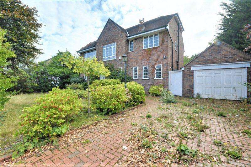 3 Bedrooms Detached House for sale in Selworthy Road, Southport