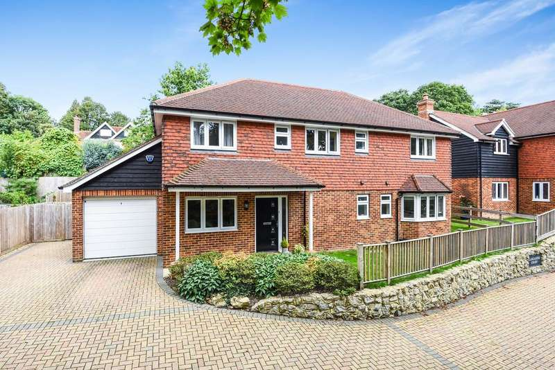 5 Bedrooms Detached House for sale in Lancaster Court, Rye, East Sussex TN31 7FB