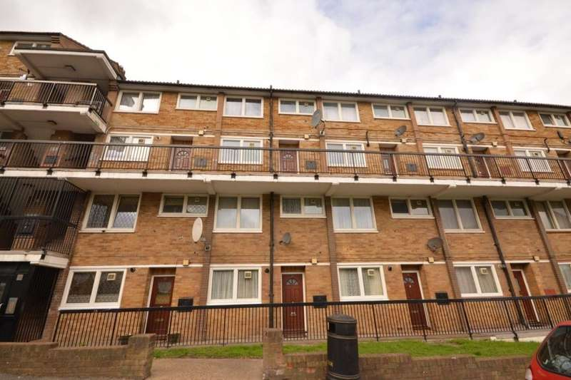 2 Bedrooms Flat for sale in Knee Hill Crescent, Abbey Wood , London, SE2