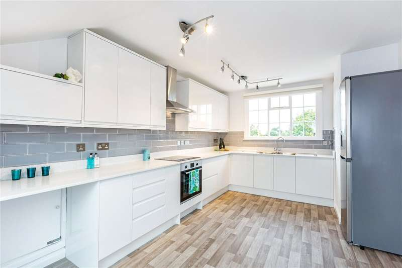 2 Bedrooms Flat for sale in Park Lawn, Farnham Royal, Buckinghamshire, SL2