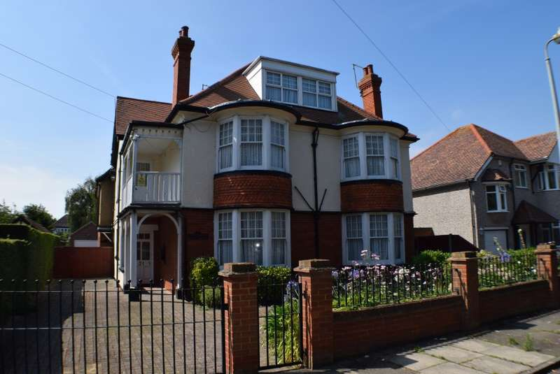13 Bedrooms Detached House for sale in 31 Lancaster Gardens West, Clacton-On-Sea, Essex