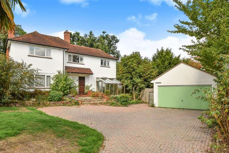 3 Bedrooms Detached House for sale in Bagshot, Surrey, GU19