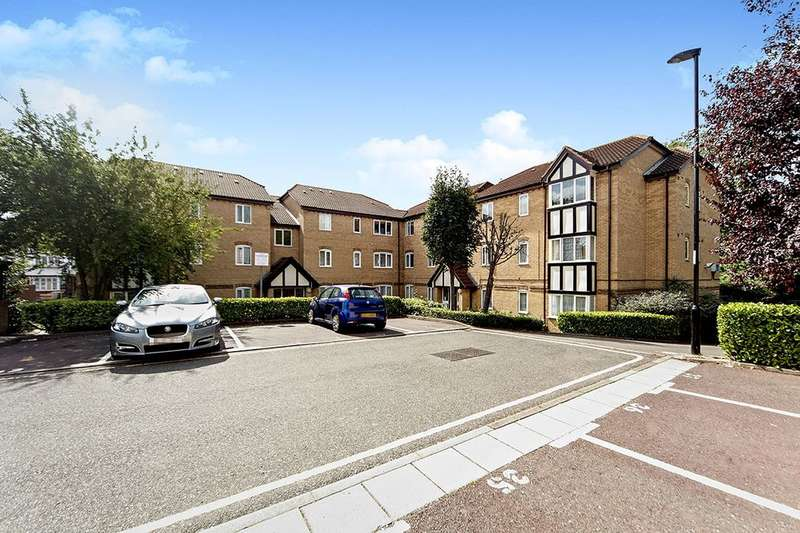 2 Bedrooms Flat for sale in Britton Close, London, SE6
