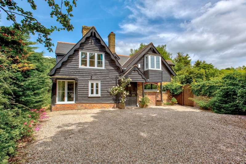 6 Bedrooms Detached House for sale in Main Road, Broomfield, Chelmsford