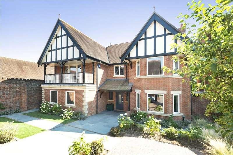 5 Bedrooms Detached House for sale in North Frith Park, Hadlow, Tonbridge, Kent, TN11